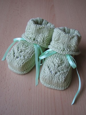 Baby knitting: knitted baby booties